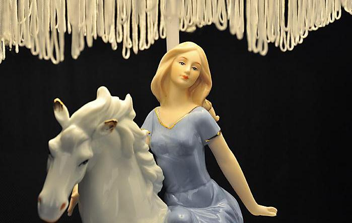 Elegant Ceramic Pretty Girl in White Horse Lace Table Lamp