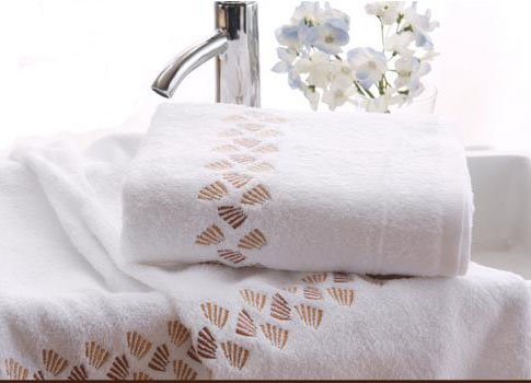 New Arrival White Embroidery Small Hand  Print Cotton Bath Towel