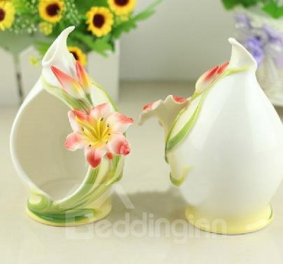 New Arrival Beautiful White Color Elegant Lily Design Ceramic Candle Holder
