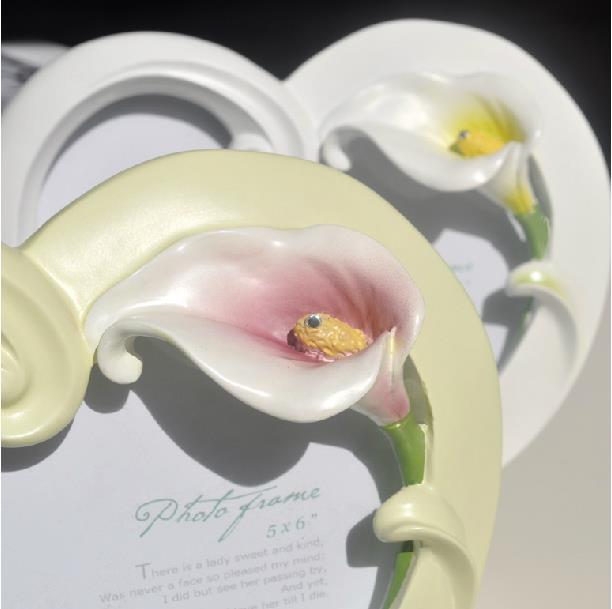 New Arrival Elegant Tulip Style Heart Shape White Photo Frame