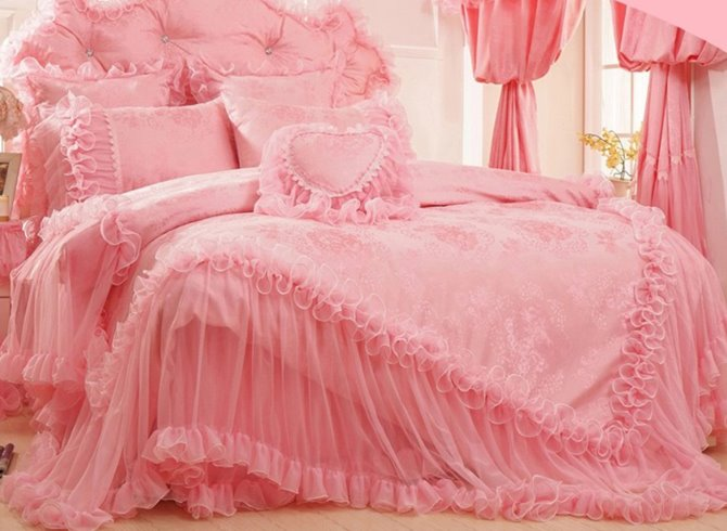 Pretty Pink Lace Edging Flower Embroidery 4-Piece Princess Duvet Cover Sets