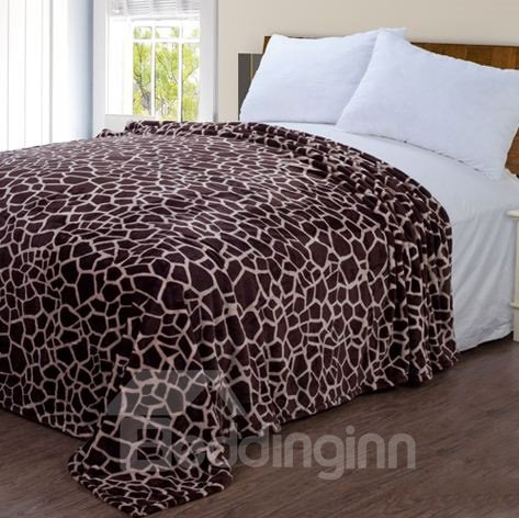 High Quality Giraffe Lines Pattern Flannel Blanket