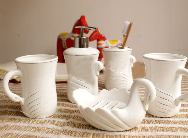 Quality White Swan Pattern Ceramic Bathroom Accessory