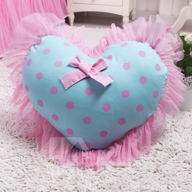 Super Romantic Heart Shape Lace Border Pattern Throw Pillow
