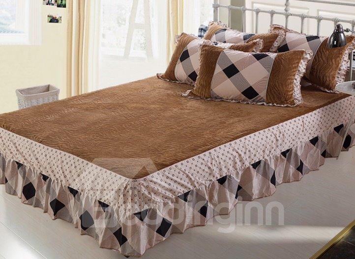 Modern Contrast Color Grid Lace Edging 4-Piece Coral Fleece Duvet Cover Sets
