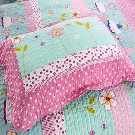 Little Girls Playing in Flower Clusters Pattern Bed in a Bag Set