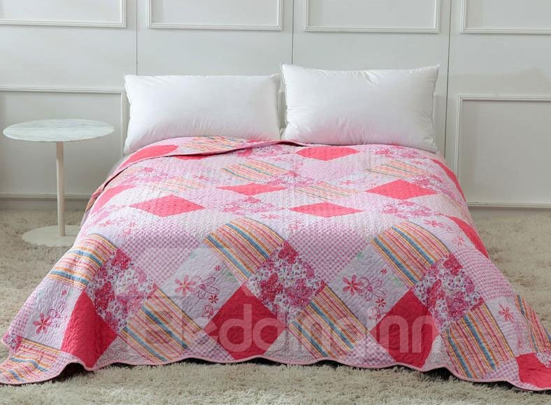 Super Soft and Comfortable Romantic Pink Flowers Pattern Quilt