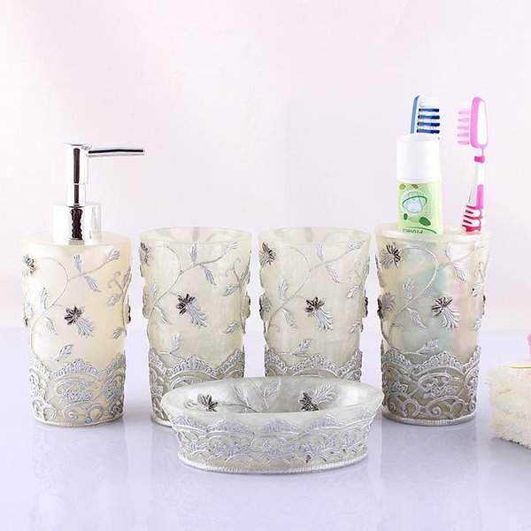 Graceful Vivid Embroidery Floral 5-piece Bathroom Accessories
