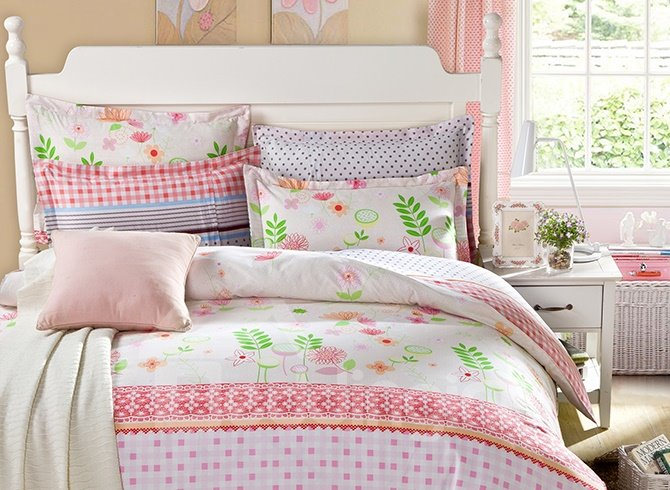 Flowers with Pink Background and Colorful Checkered Pattern 4-Piece Bedding Sets