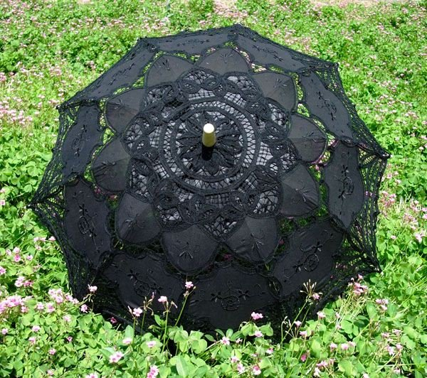 Beautiful and Fashion Lacework and Wood Hand Shank Beach Umbrella