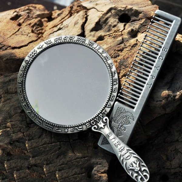 Retro and Distinctive Design Make-Up Mirror and Comb
