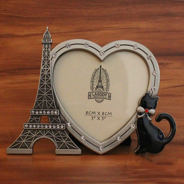 European Style Metal Eiffel Tower and Black Cat Heart-Shaped Desktop Photo Frame