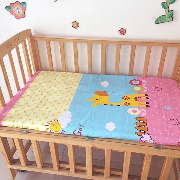 Lovely Giraffe Under The Sun Print Baby Crib Fitted Sheet
