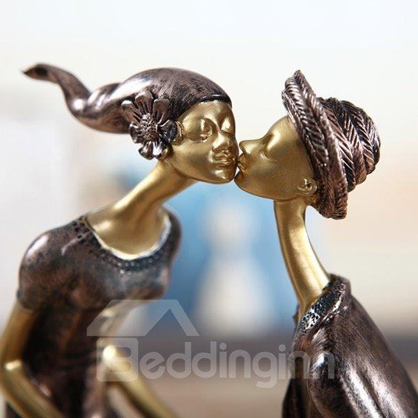 Romantic Resin Lovers Kissing and Heart Shape Desktop Decoration