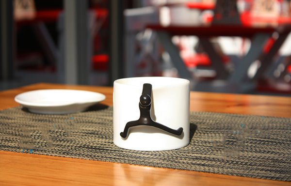 Creative Human Climbing Design Handle 1-Pair Ceramic Mug Sets
