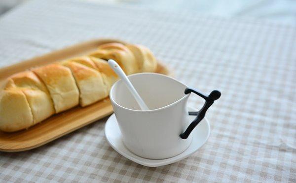 Creative Human Climbing Design Handle 1-Pair Ceramic Mug Sets
