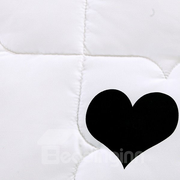 Beautiful Black Heart Shape Pattern White Polyester Quilt
