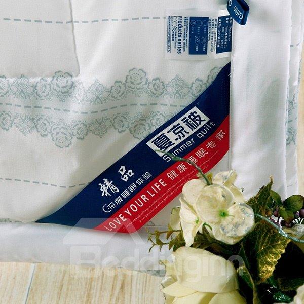 Modern Stylish Flowers Print White Polyester Quilt