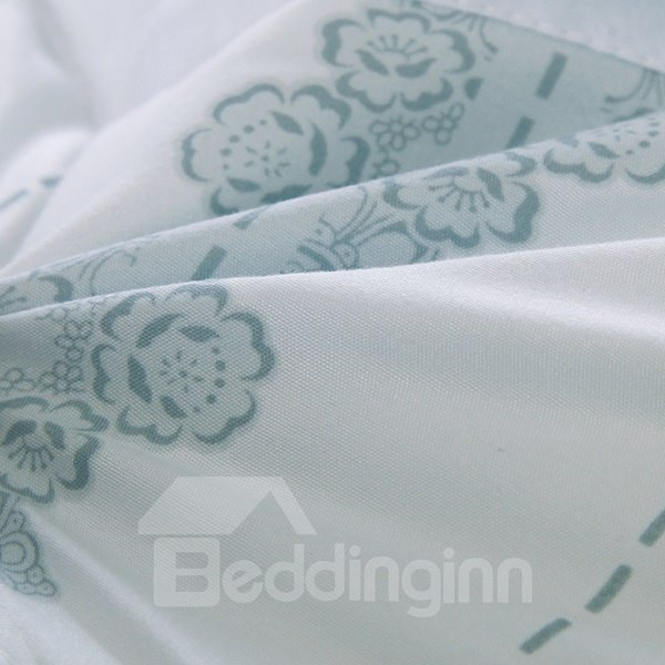 Modern Stylish Flowers Print White Polyester Quilt