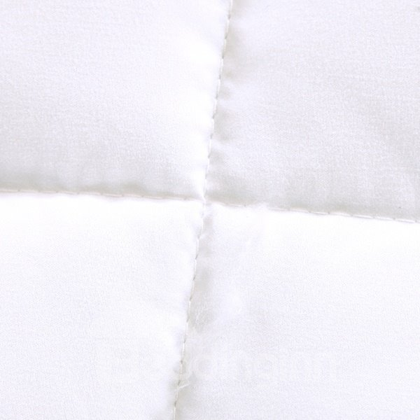 High Class Romantic Flower Pattern White Polyester Summer Quilt