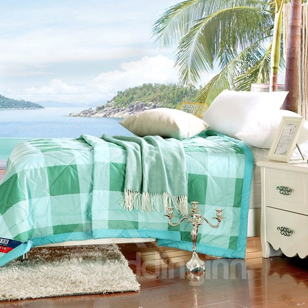 Lightweight White and Green Plaid Print Polyester Quilt