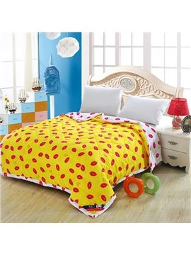 Special Red Lips Yellow Background Polyester Quilt
