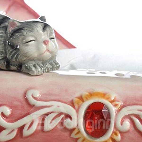 Modern Fashion Ceramic Sofa and Cat Pattern Tissue Box Painted Pottery