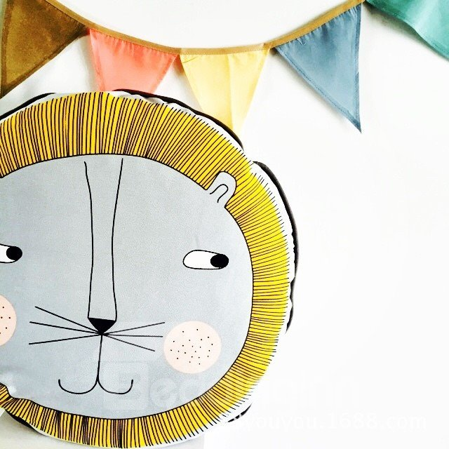 Popular Curious Lion Head with Golden Hair Design Cotton Baby Pillow