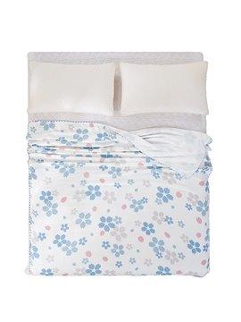 Elegant Light Blue Floret Print Comfortable Quilt