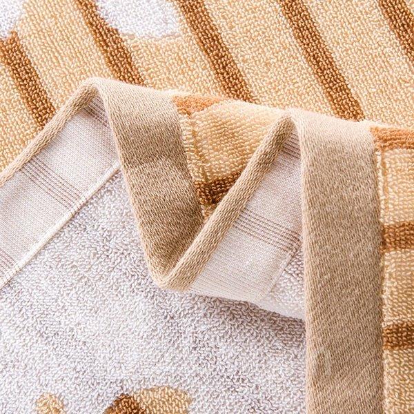 Elegant Leaves Jacquard Camel Cotton Towel Quilt