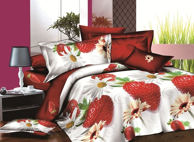 Tempting Strawberry and Daisy Print 4-Piece Polyester Duvet Cover Sets