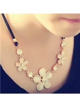 Fashion Three Flowers Design Alloy Statement Necklace