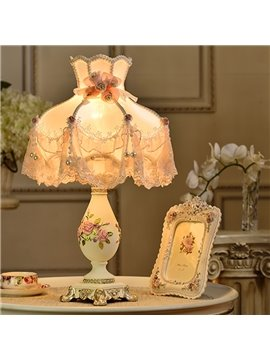 Gorgeous Resin Flower Pattern European Style Home Decorative Table Lamp